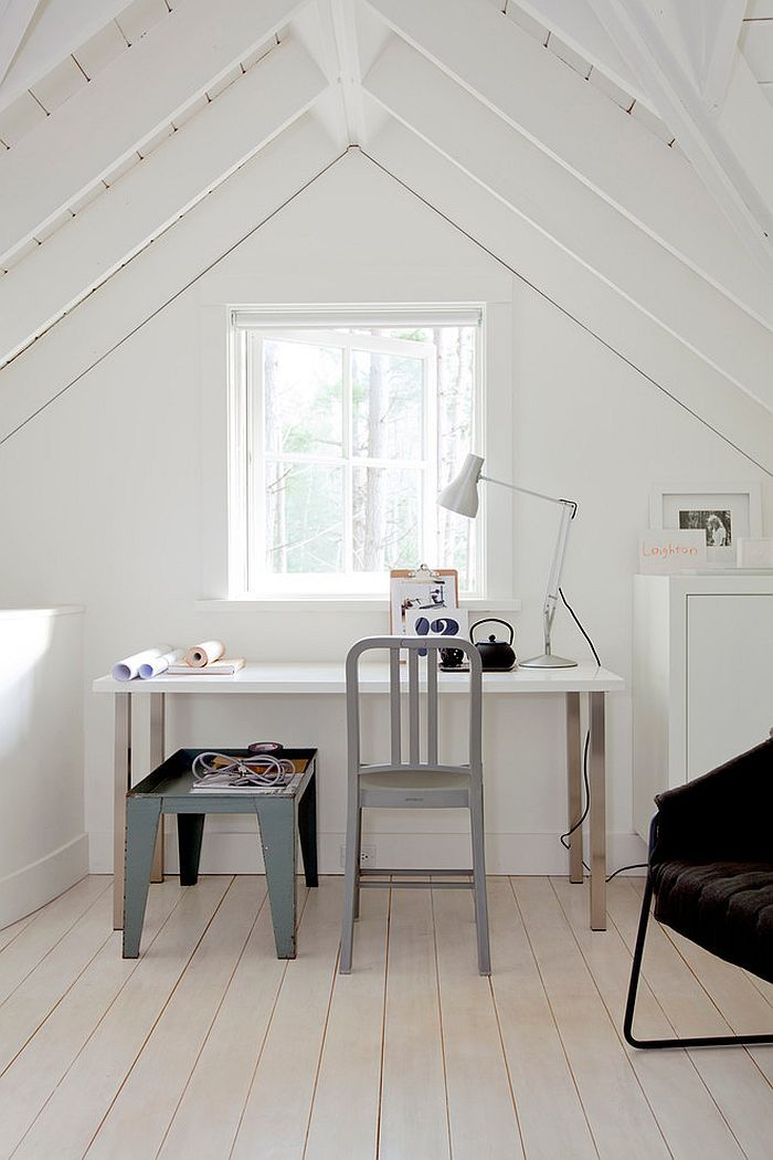 Attic Home Office With A Relaxed Scandinavian Style Bare Window Wood Floor And Grey Chair Home Office Design Attic Renovation Attic Rooms