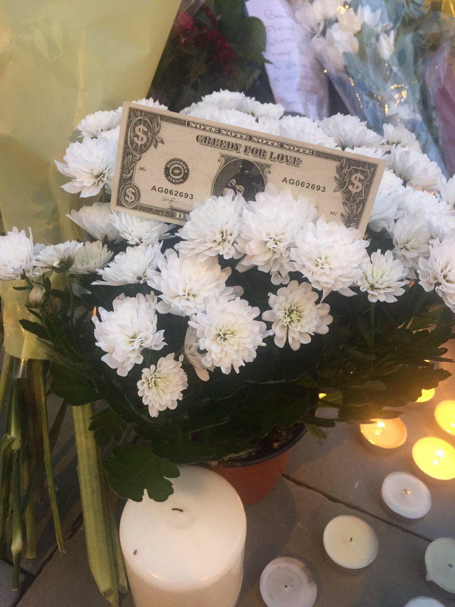 Outras imagens das homenagens deixadas para as vítimas do atentado em Manchester