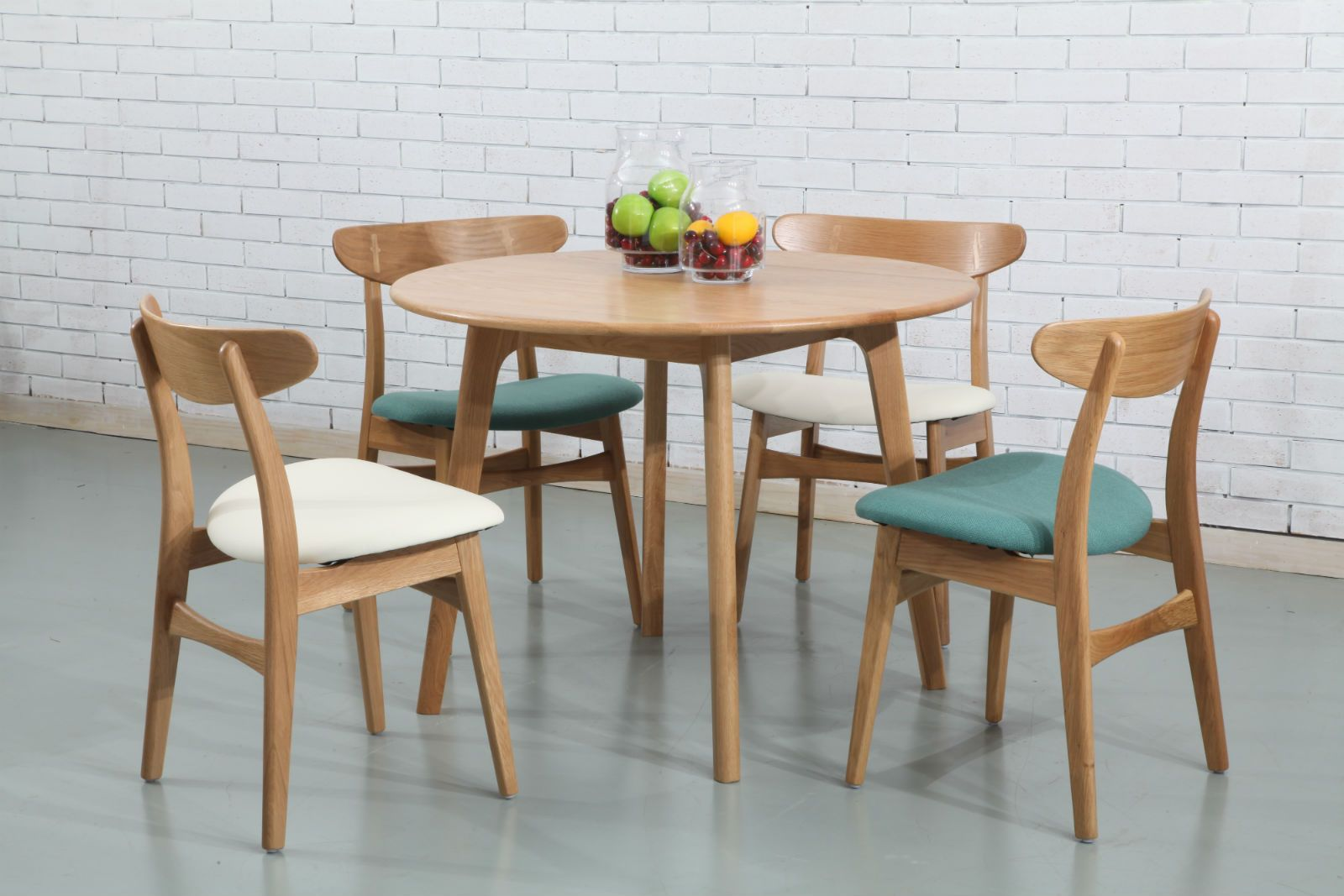 Round Timber Dining Table Magnus Round Dining Table Solid Oak 100cm Diameter