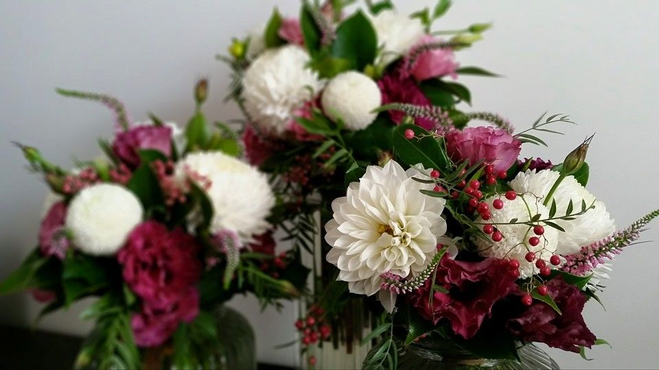 Rustic wedding bouquet including white Dahilas, pink lisianthus, peppercorn, berries and foliage.