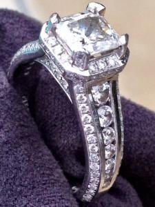 Stunning Beautiful Diamond Ring Set in Platinum