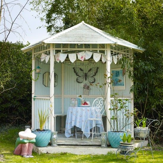 Vintage Style Garden Gazebo #vintagegarden #gardenweddings