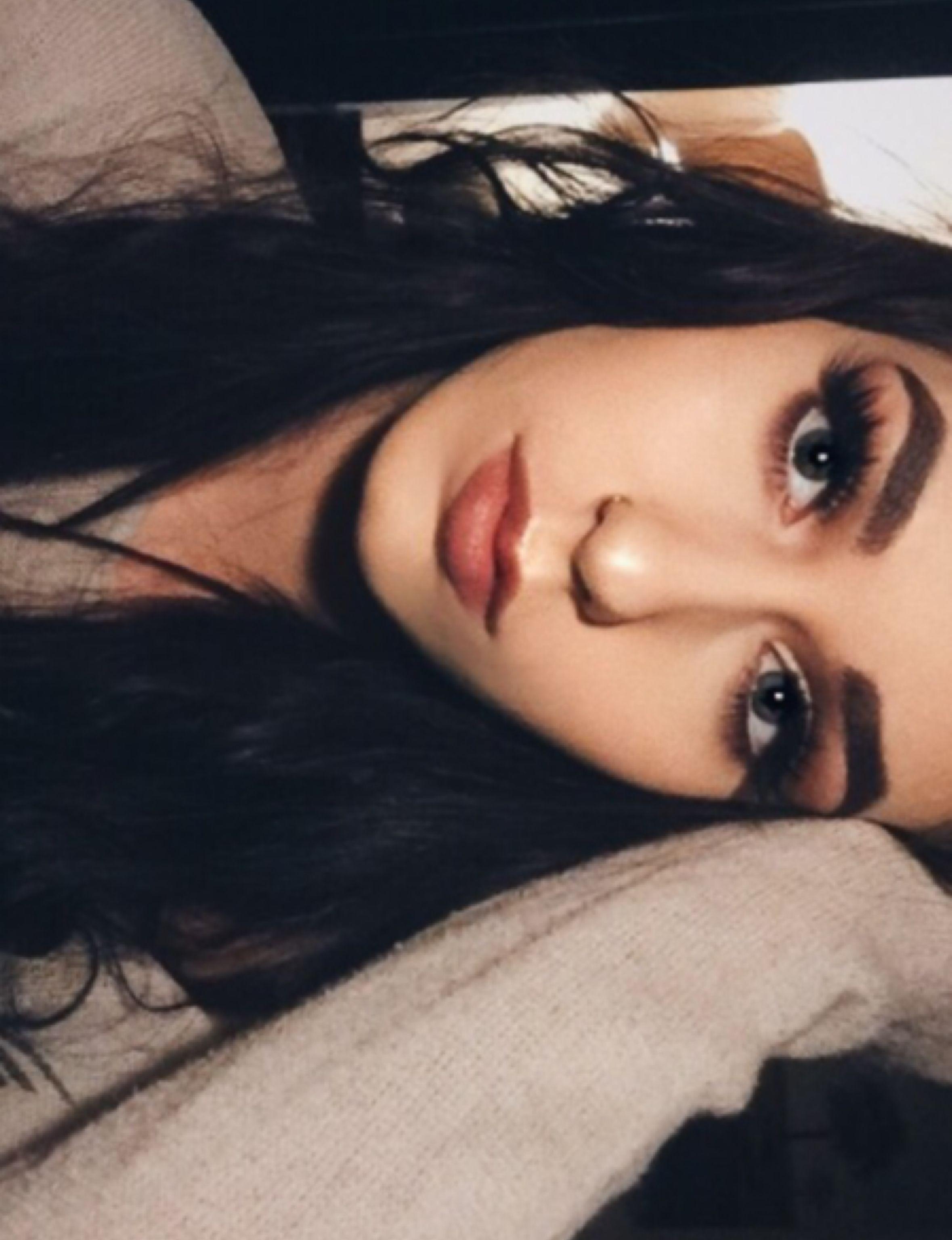 I love makeup. Follow me on instagram! @ vodkacidx