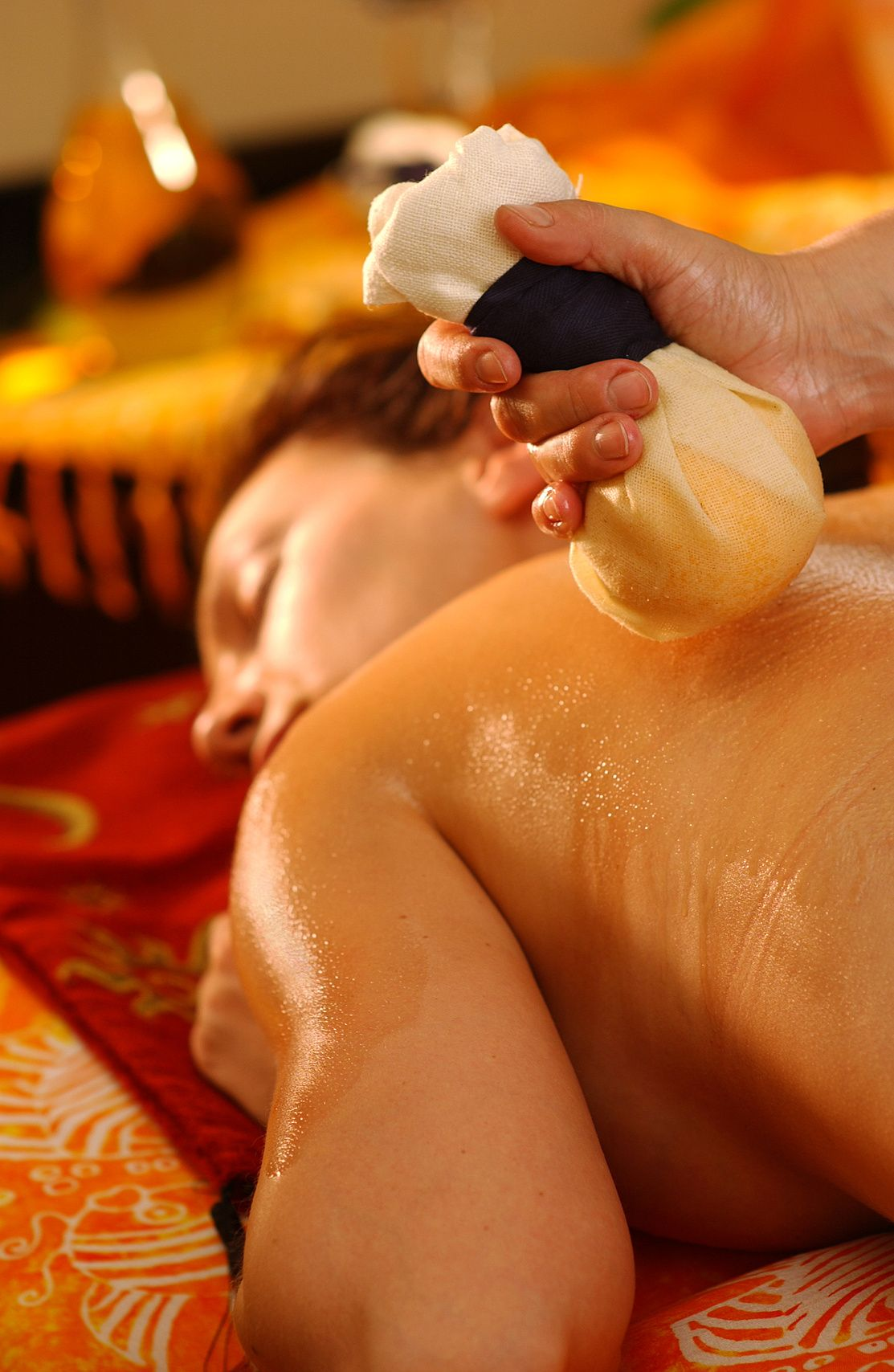 Pindasveda de-stress massage at Ayurveda Retreat in Reading; an incredibly  soothing Ayurvedic massage treatment to help with pain relief.