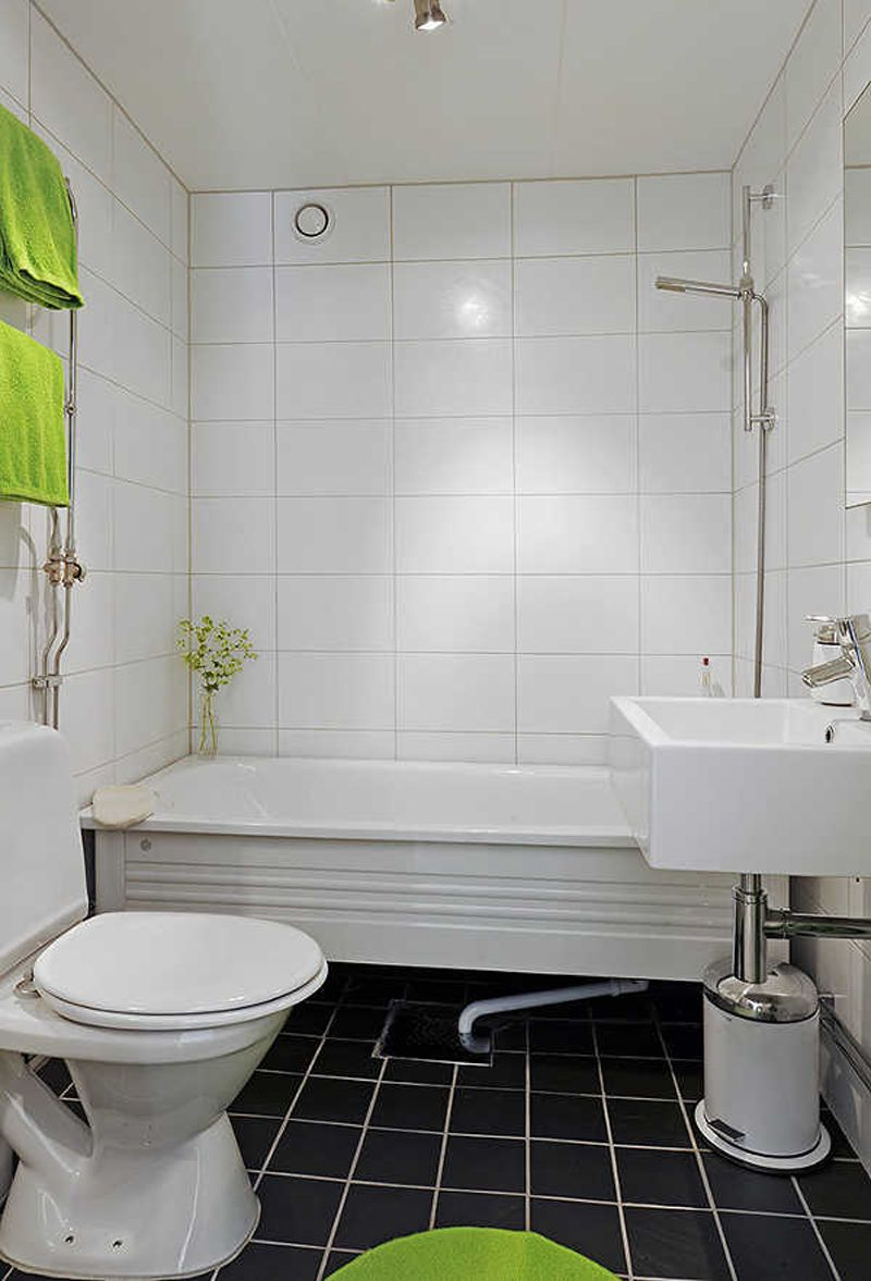 Square and rectangular tiles charming white small bathroom for Small bathroom design black and white