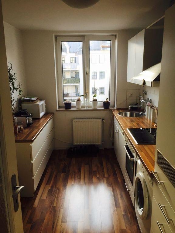 Schöne Küche mit Laminatboden in Holzoptik Wohnen zw