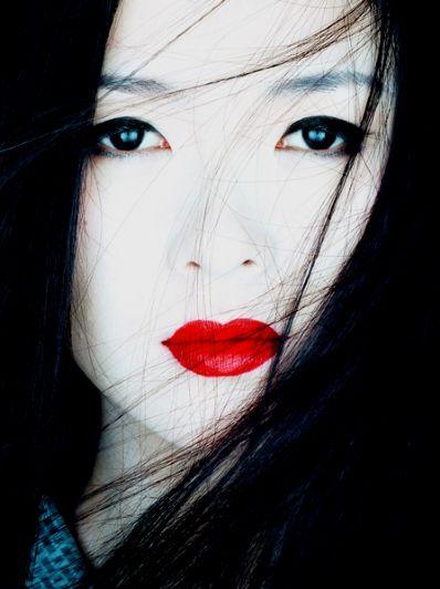 """Memoirs of a Geisha"" (photographed by Albert Watson)"