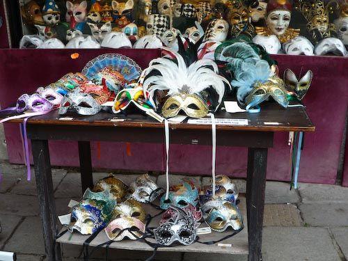 Tavolo maschere ospiti