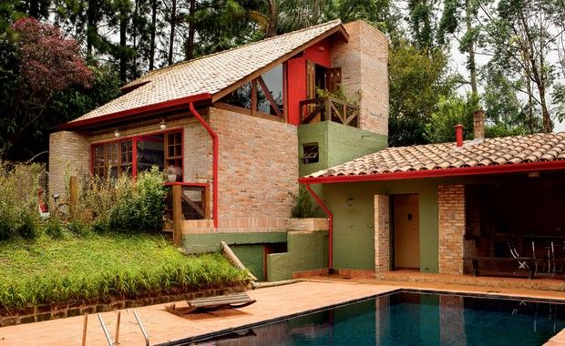 Casa dos sonhos tem fachada com tijolos gramado e piscina for Casas rusticas de ladrillo