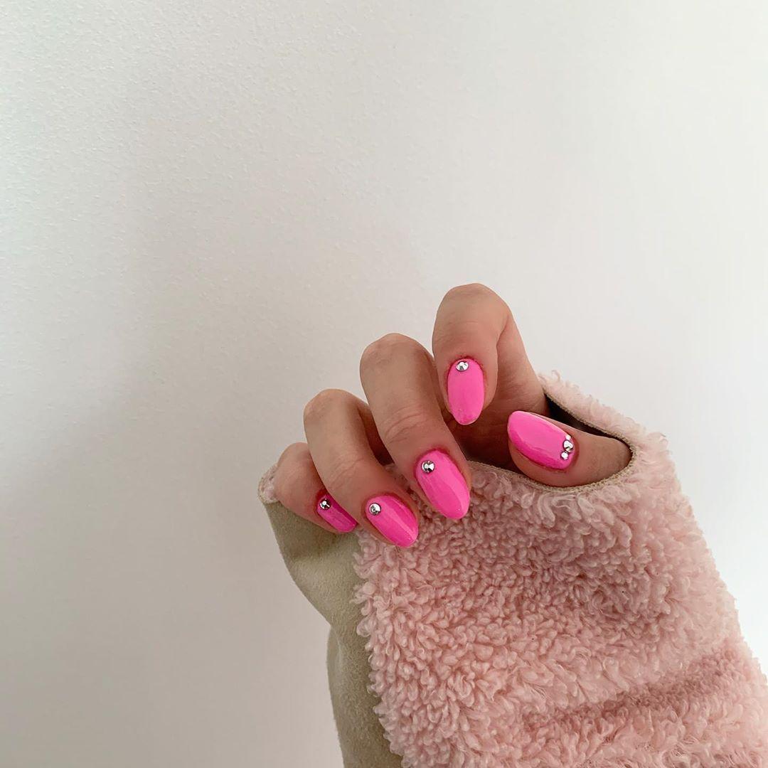 "BLUSH&ROSE   Makeup & Nails on Instagram: ""Pink with crystals 💞#gelbottlepinklady #showscratch"""