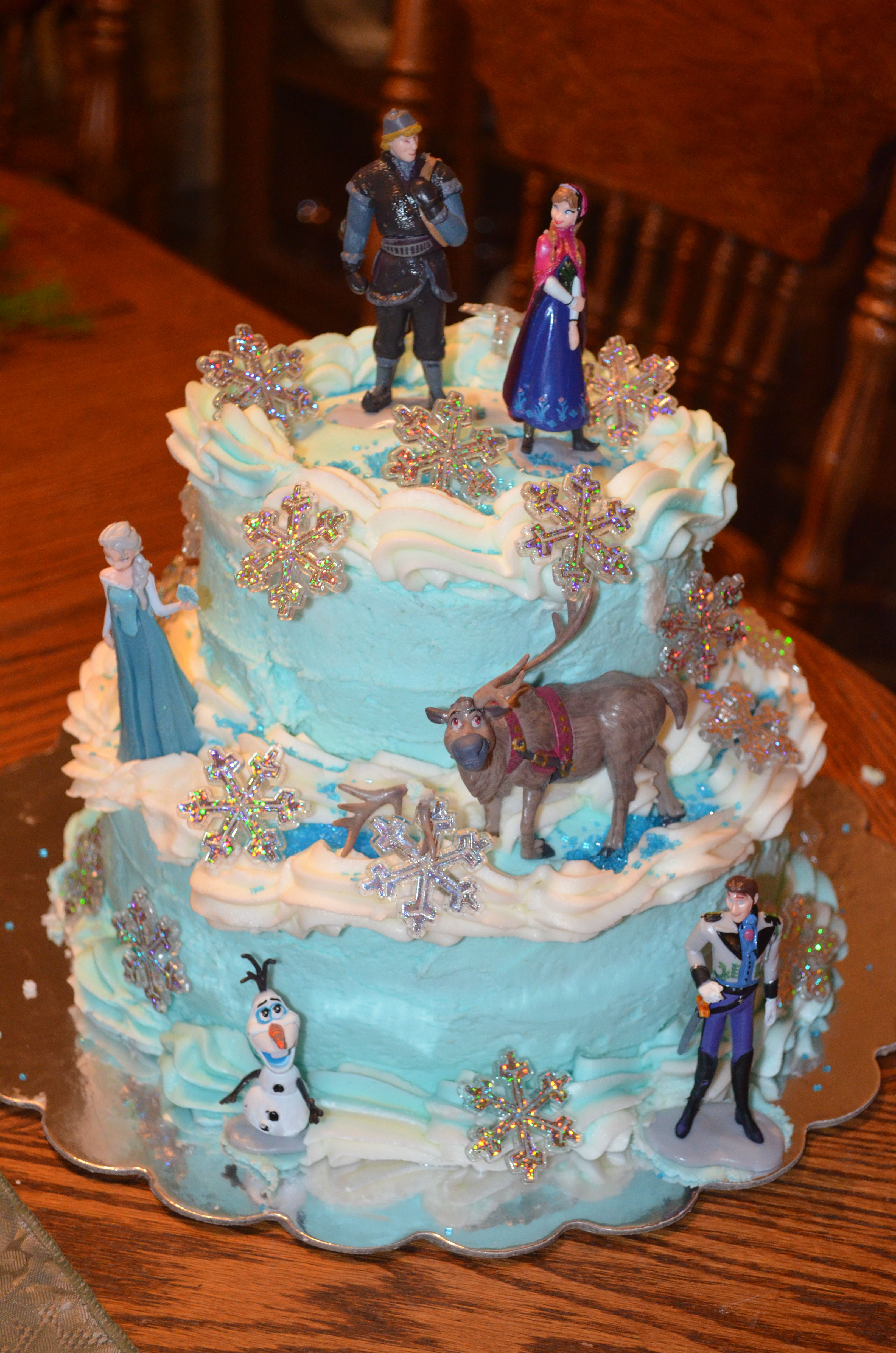 Millie S Frozen Birthday Cake My First Attempt At A 2 Layer Cake