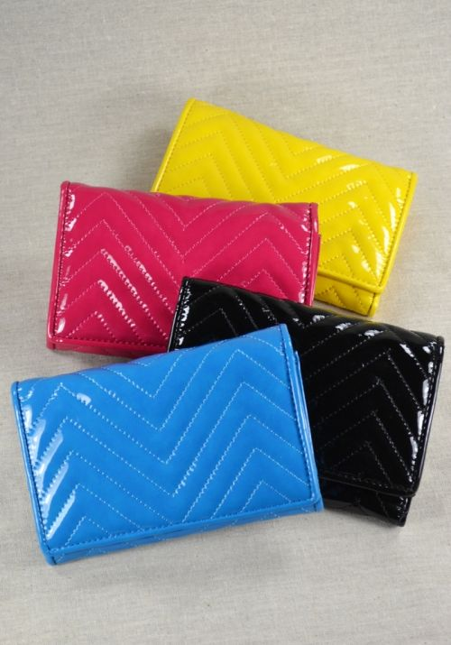 I want this tri-fold, patent wallet in every color!