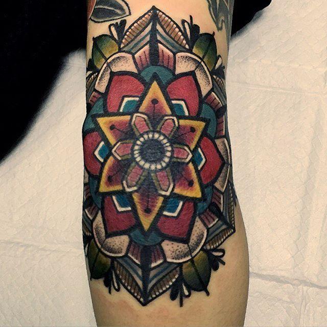 8b6e2feb6f810 _ #details elbow #mandala #traditionaltattoo | Tattoo | Elbow ...