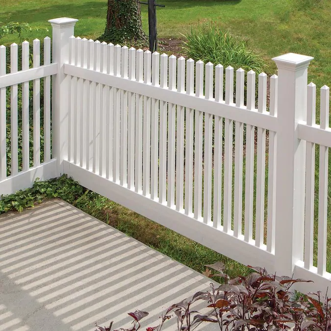 Freedom Ready To Assemble Kewsick Straight 4 Ft H X 8 Ft W White Vinyl Fence Panel Lowes Com White Vinyl Fence Vinyl Fence Vinyl Fence Panels