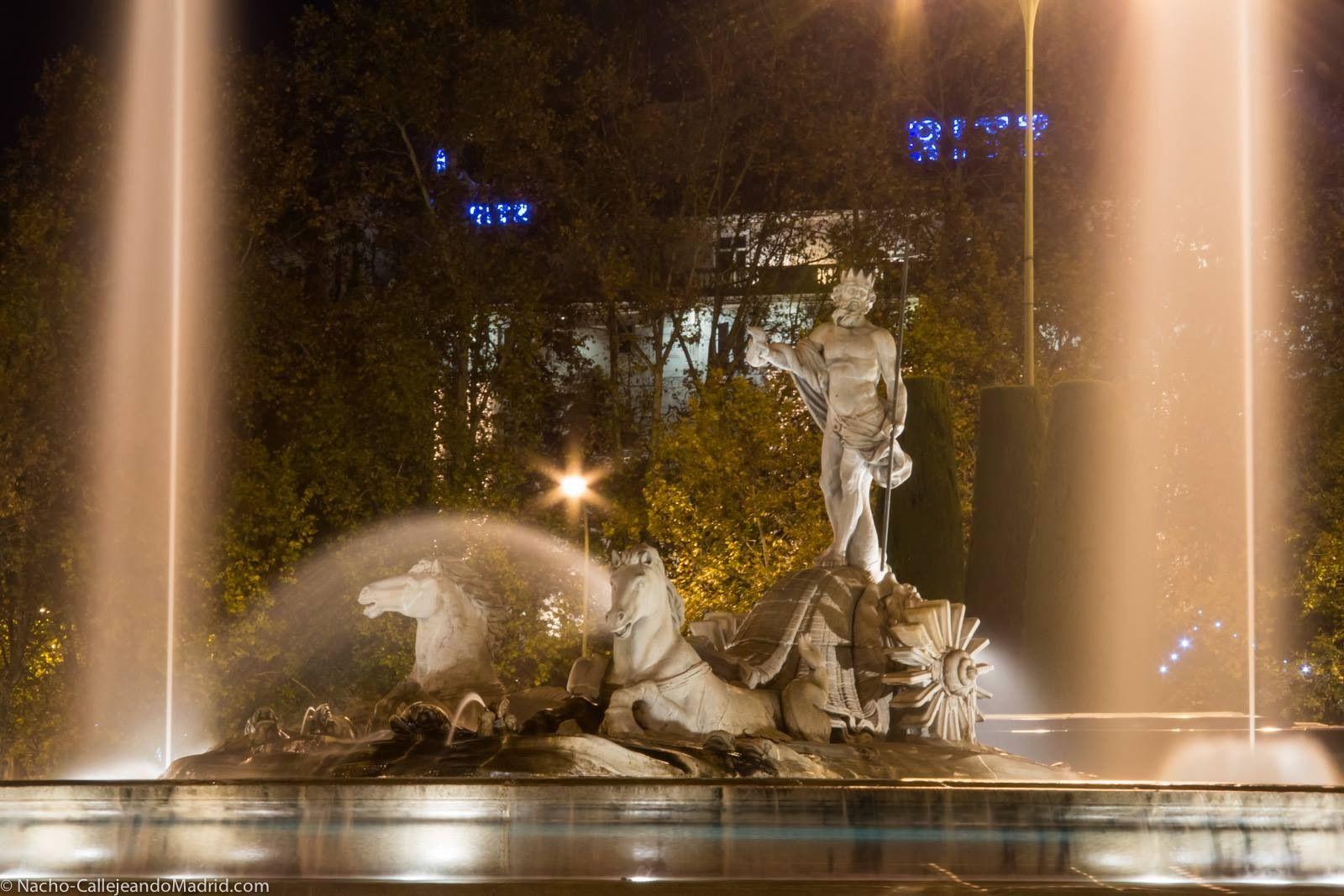 Fuente de Neptuno diseñada por Ventura Rodríguez.  Se terminó de construir en el 1786. Se encuentra cerca del Museo del Prado. Madrid, España.