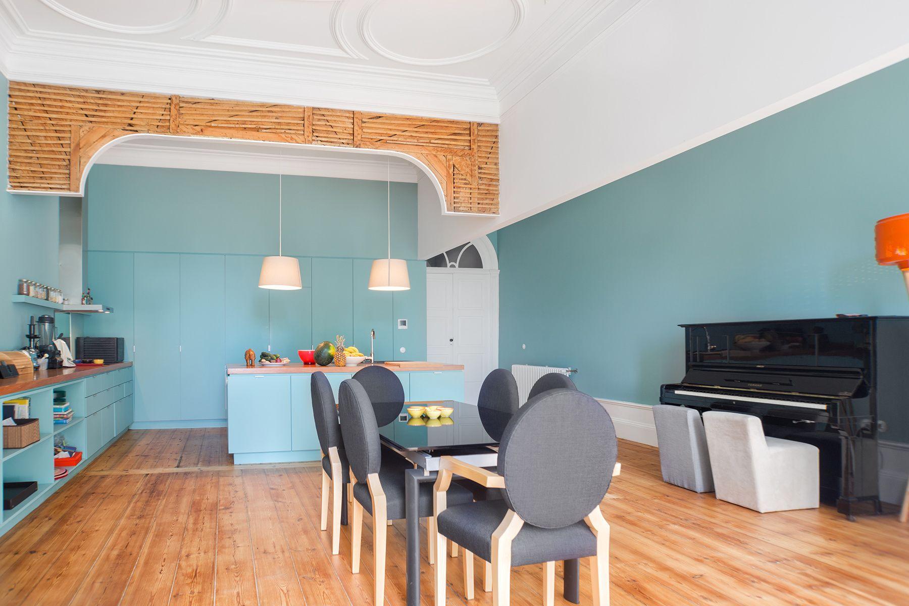 Una escuela reconvertida en casa en Oporto Casas
