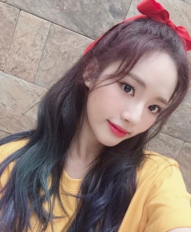 Iris Girl Group Layouts Reblog If You Save Or Use In 2020 Girl Group Kpop Hair Korean Girl Groups