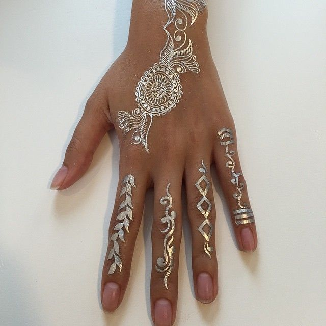 Silver Henna Flash Tattoos #selfridges #pavanhenna #flashtattoos #dubai #mydubai #mehndi
