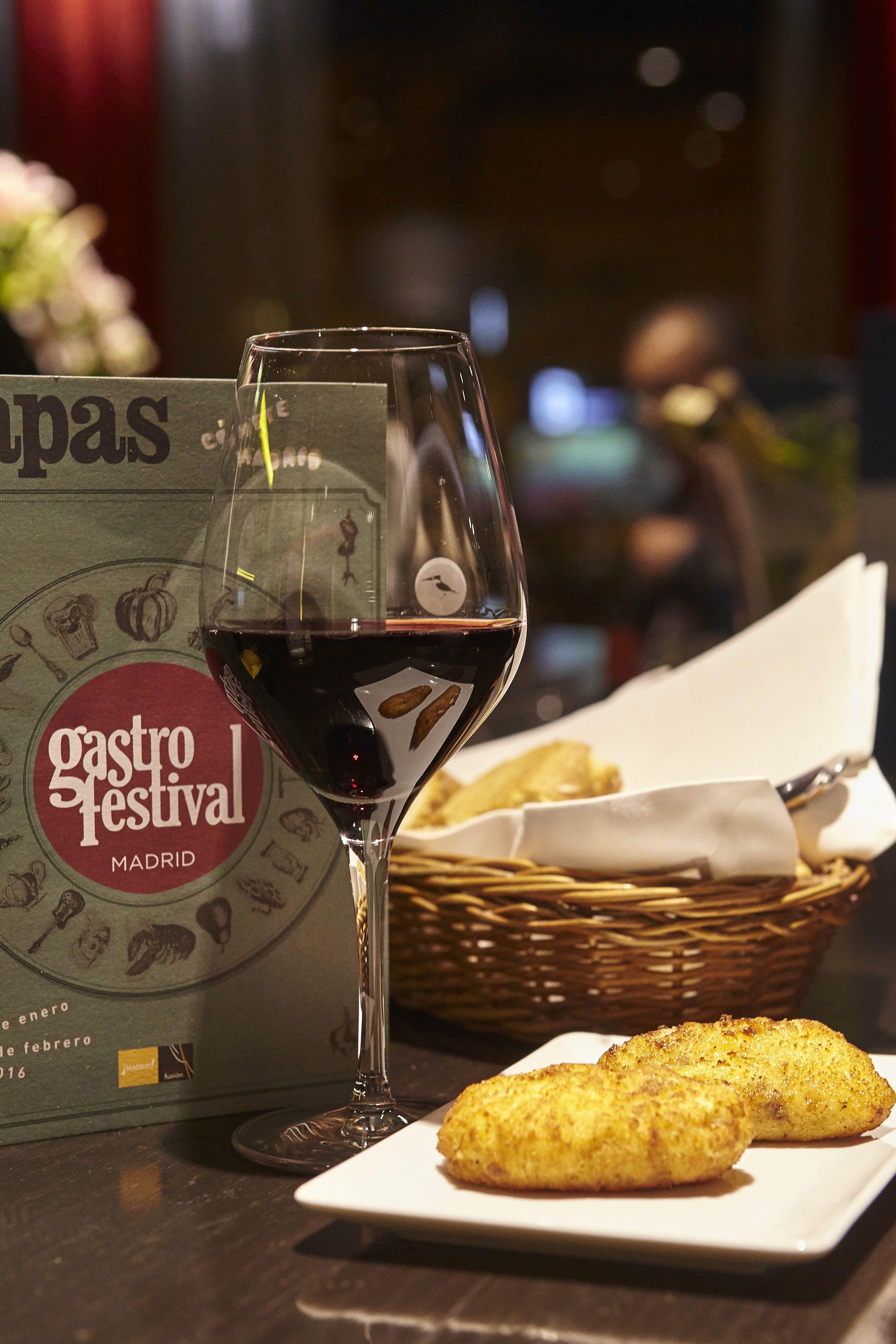 Nuestras barras favoritas con un Rioja: vino de Rioja + tapa por 6€ durante #Gastrofestival http://www.gastrofestivalmadrid.com/ (foto: Javier Peñas)