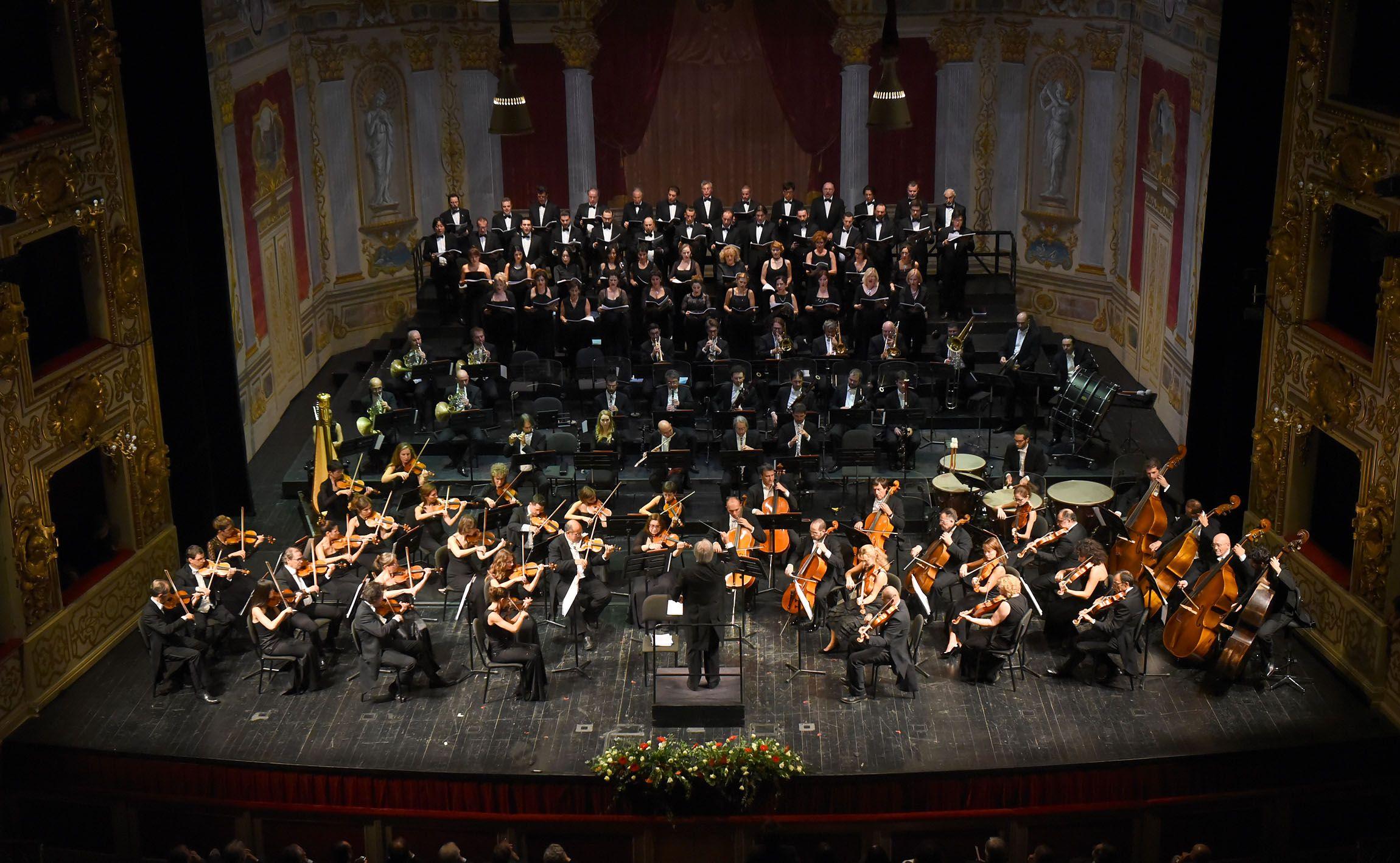 Filarmonica Arturo Toscanini e Coro del Teatro Regio di Parma diretti da Stefano Rabaglia - foto di Roberto Ricci