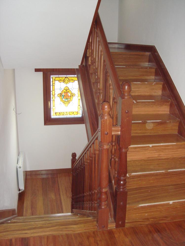 Dise o fabricaci n e instalaci n de escaleras en madera o for Modelos de escaleras de madera