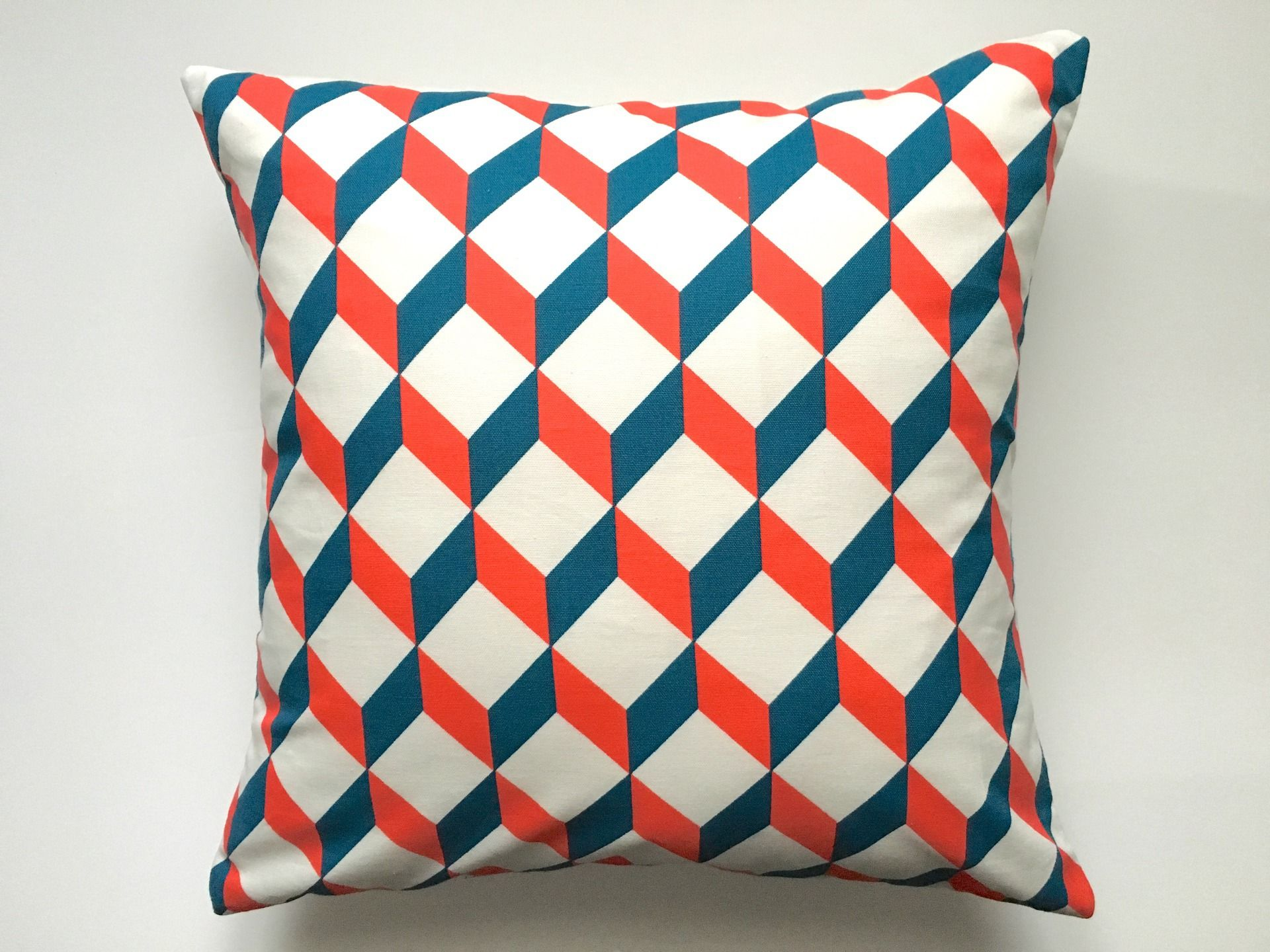 Coussin Graphique Motif Cube Bleu Blanc Rouge 40x40 Atelier Du