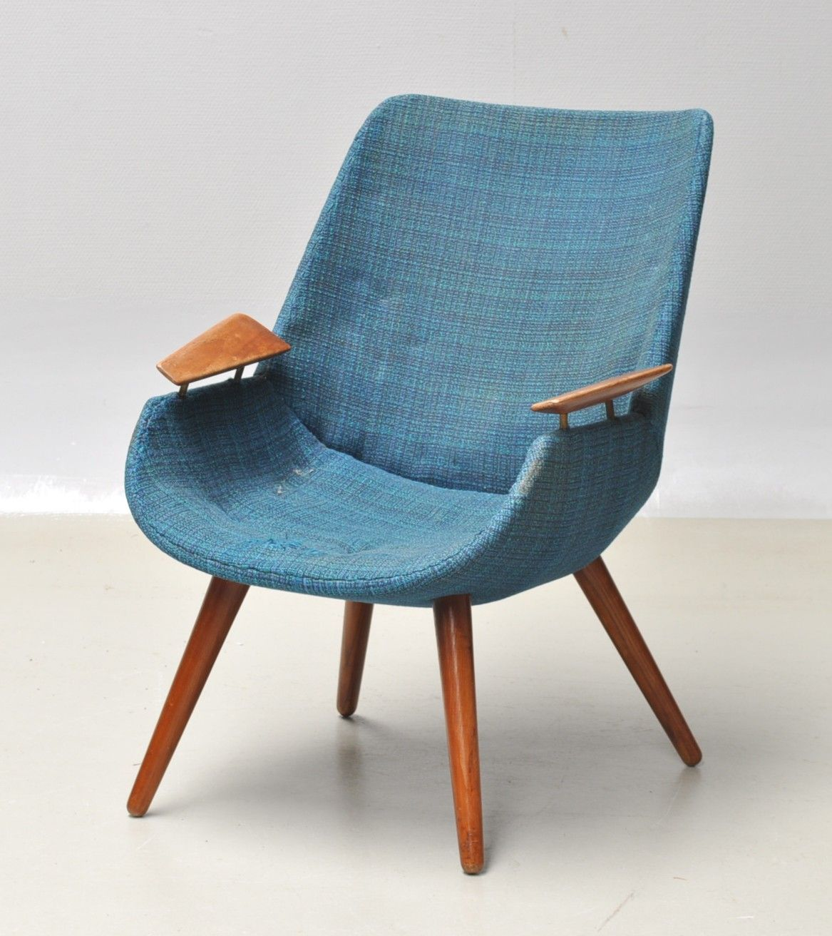 """Please thrift store Gods, bring me this chair on 50% off day. :P """"60s Danish chair"""""""