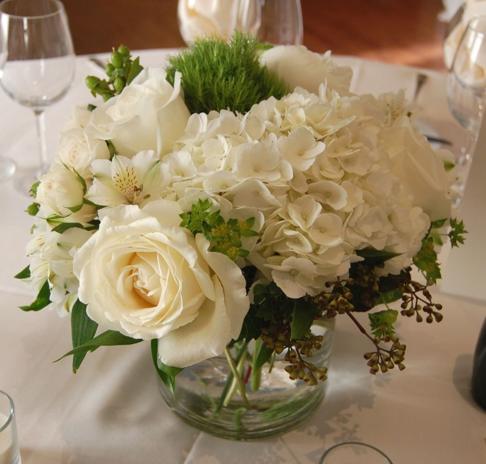 flowers for wedding centerpieces a sweet pea white and green centerpiece white flowers 4276