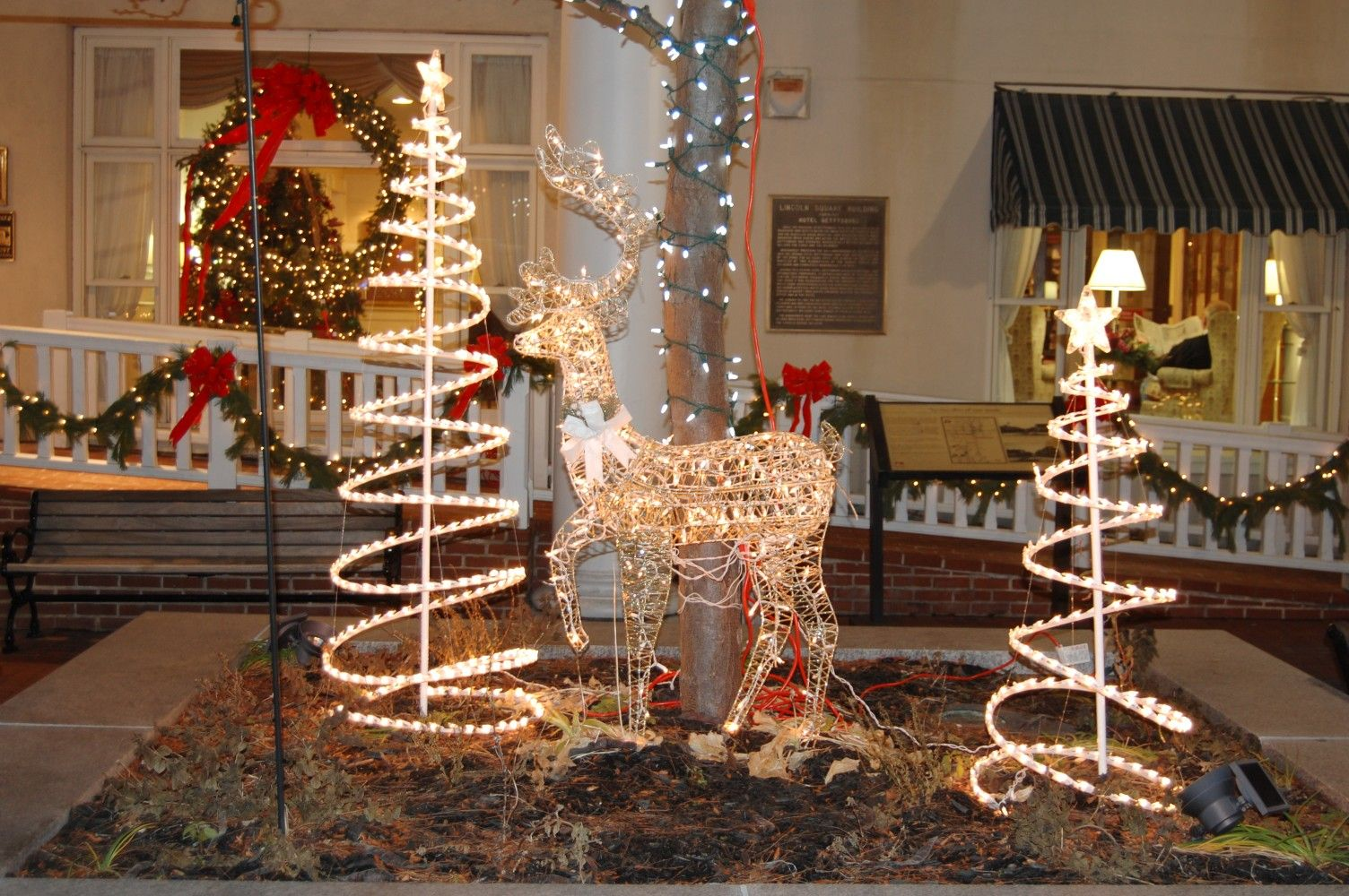 The Gettysburg Hotel also has a few decorations around its street level.