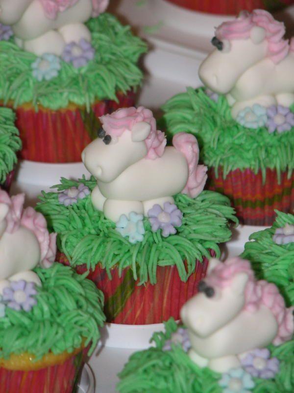 Princess Horse Cupcakes Fondant Horses wBC mane tail grass
