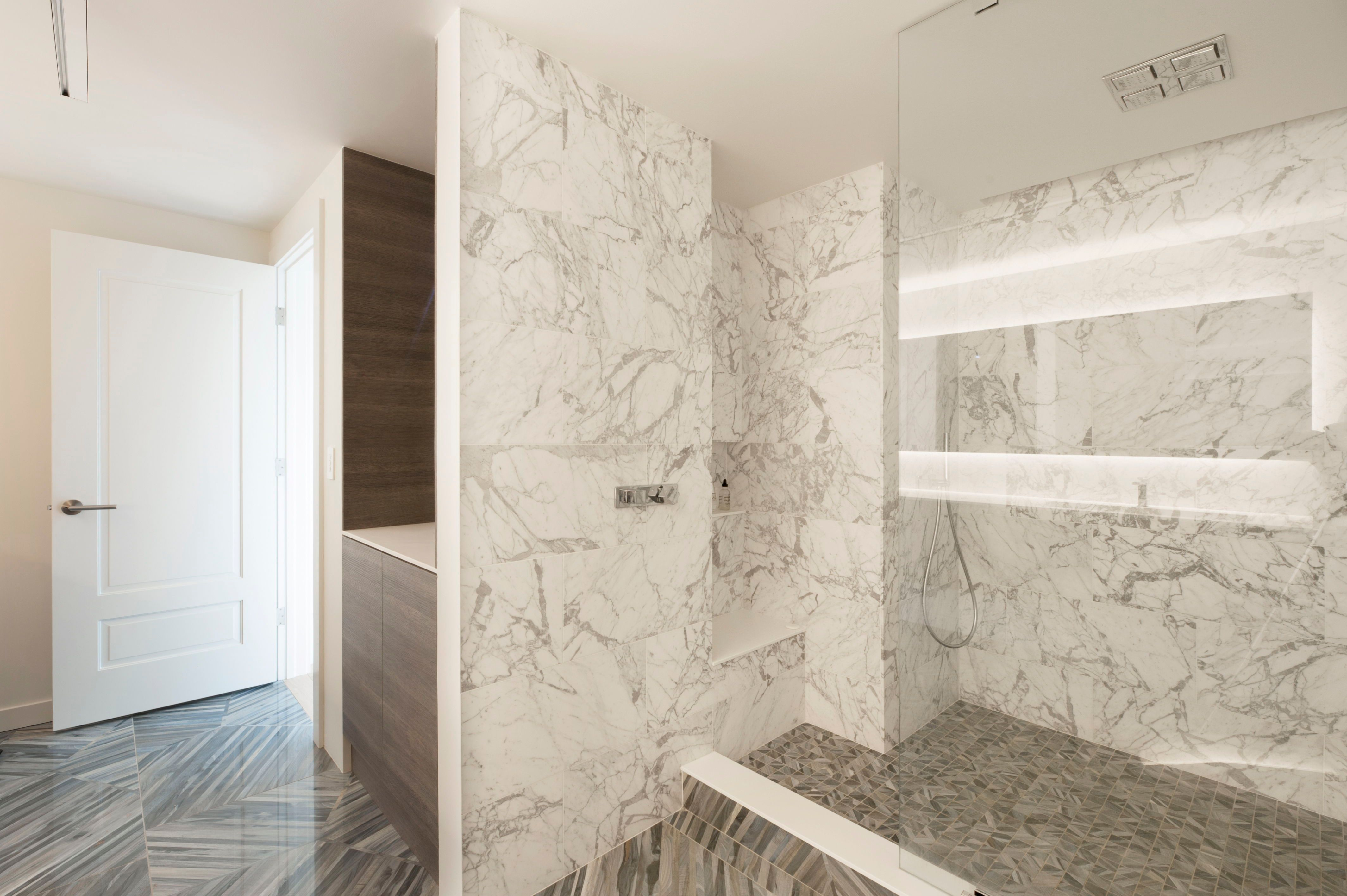 Contemporary Bathroom With Dramatic Tile In 2020 Modern Master Bathroom Glass Shower Doors Contemporary Bathroom