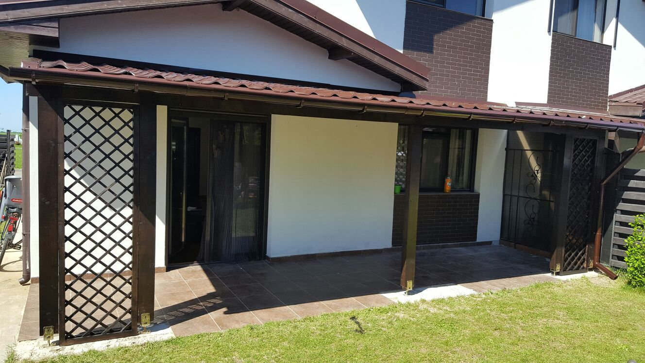 Terasa Simpla Din Lemn Acoperita Cu Tabla Outdoor Decor Construction Home Decor