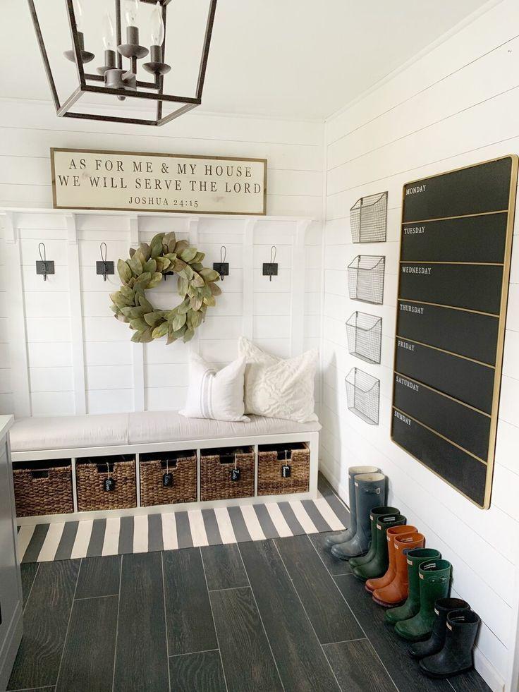 Organized Entryway + 5 tips to keep it organized! | Dreaming of Homemaking #farmhouse #farmhousedecor #entryway #mudroom #organization #dreamingofhomemaking