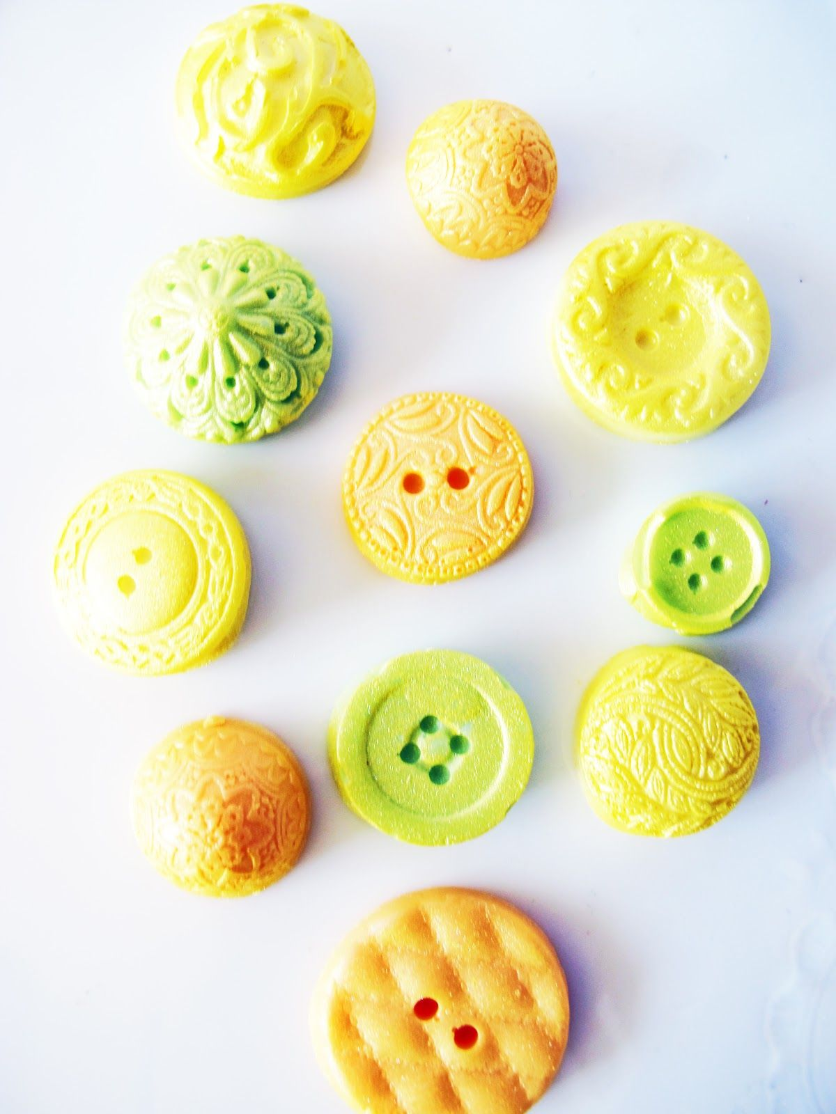 Love these Chocolate Buttons! Adorable! The Frosted Petticoat: Giveaway - Summer Chocolate Series!