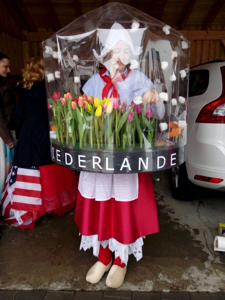 Schneekugel snowglobe dutch Antje best costume tulip