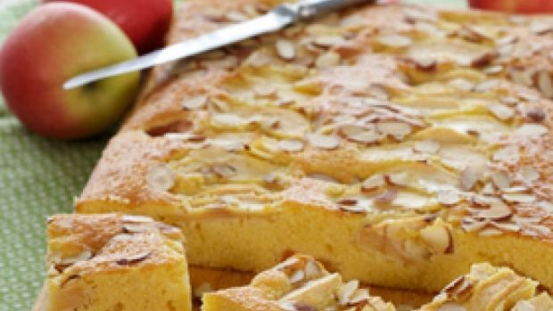 Saftig æble-abrikoskage | Familie Journal