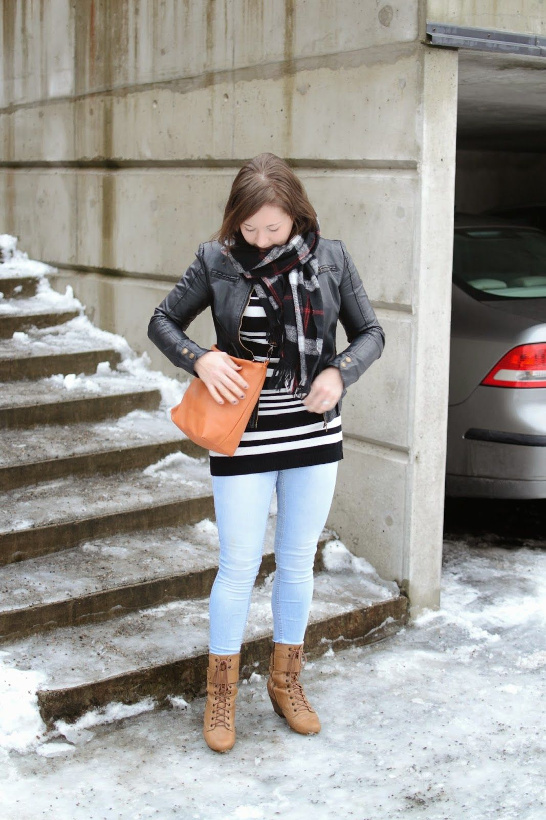 #winterstyle #leatherjacket #stripes #lightdenim #bloggeroutfit