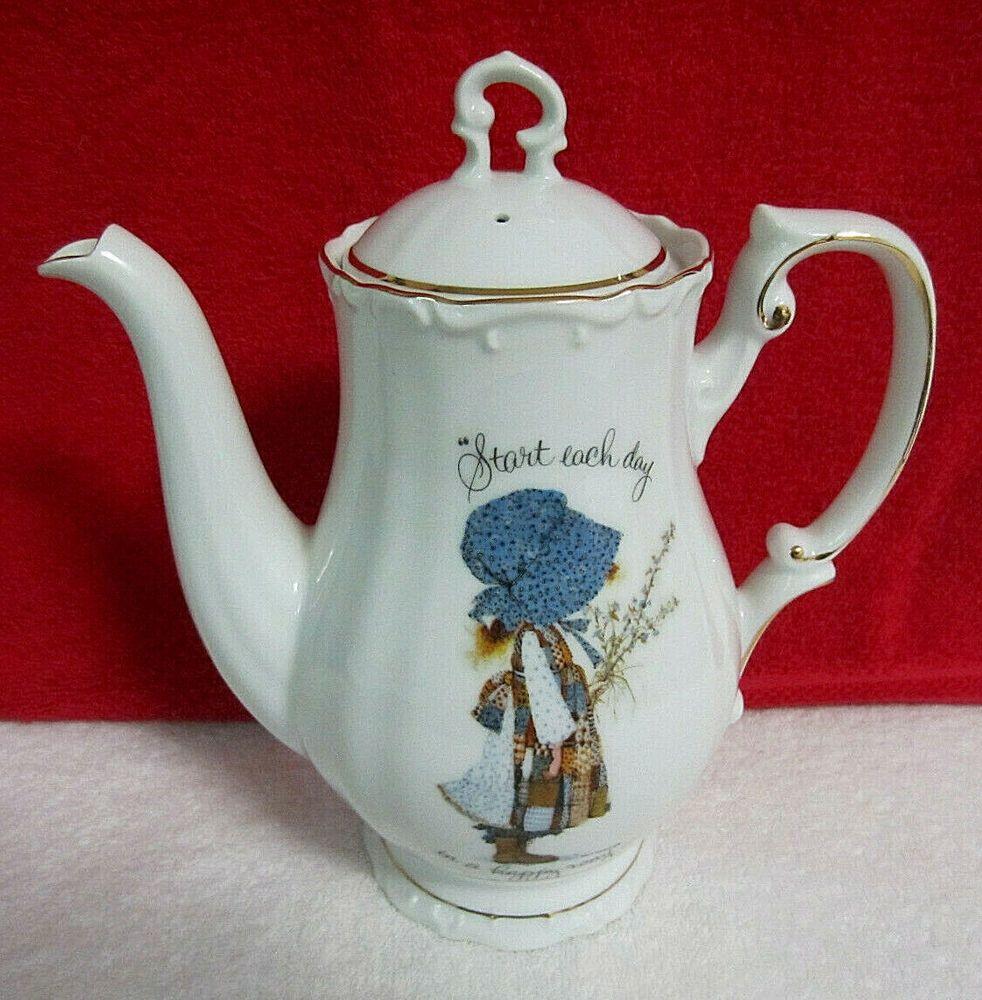 Holly Hobbie Teapot Blue Bonnet Girl Vintage 1973 Porcelain Made In Japan Nice Hollyhobbie Coffeepotteapot In 2020 Tea Pots Vintage Holly Hobbie Tea Pots