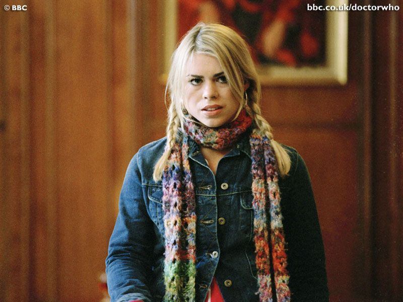 New Knitting Obsession – Rose Tyler Scarf