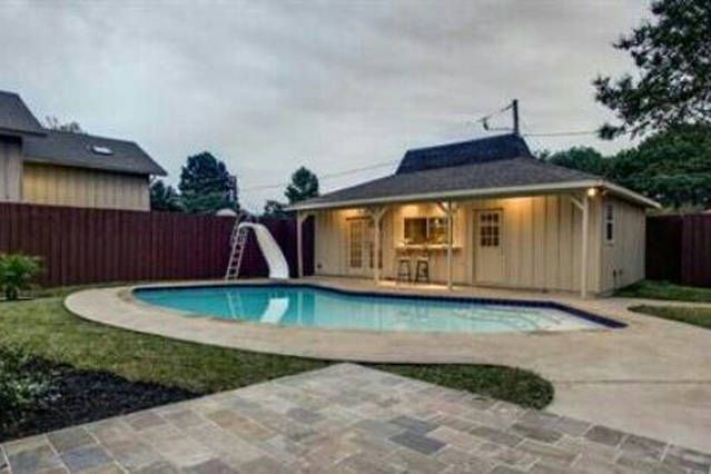 Cozy Pool House In Central Dallas Pool House Vacation Home House
