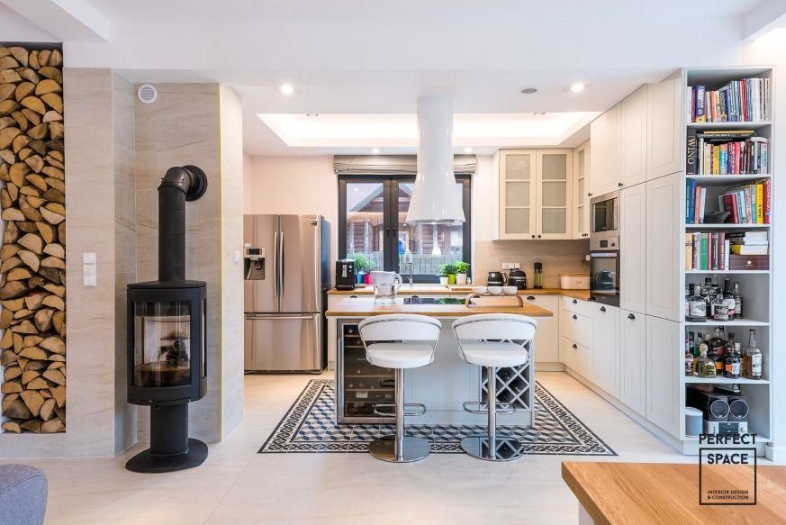Foorni Pl Projekt Perfect Space Kuchnia Otwarta Na Salon Uwage Przyciaga Wyspa Kuchenna Z Hokerami Salon Wnetrze Projekt Kuchn Home Home Decor Decor