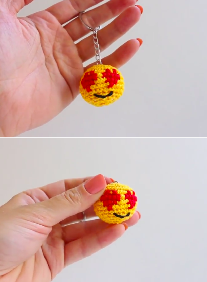 How to Crochet Smile Keychain | CrochetHolic - HilariaFina ...
