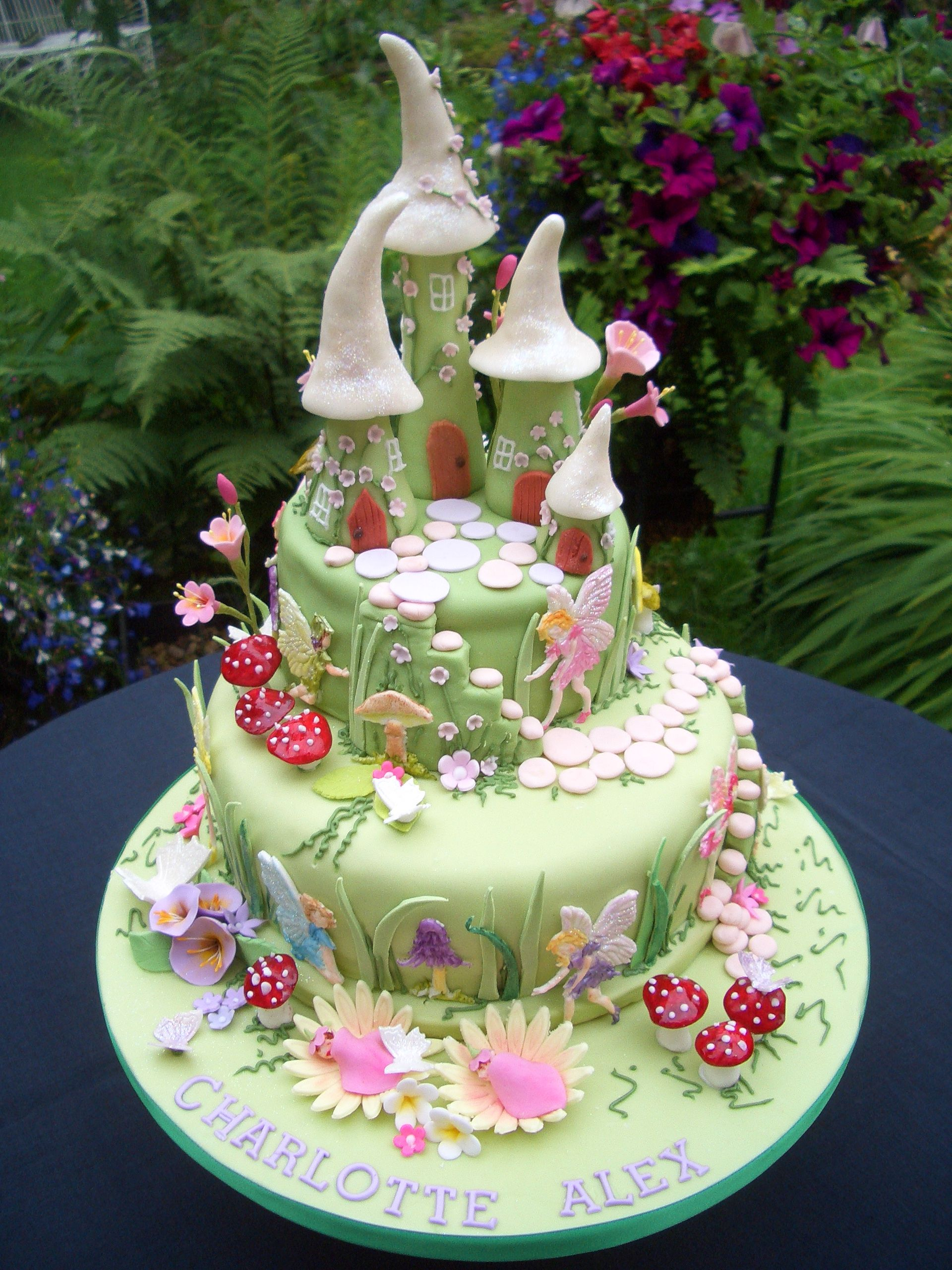 fairy house cake by pats cakes food art pinterest kuchen geburtstag torte und. Black Bedroom Furniture Sets. Home Design Ideas