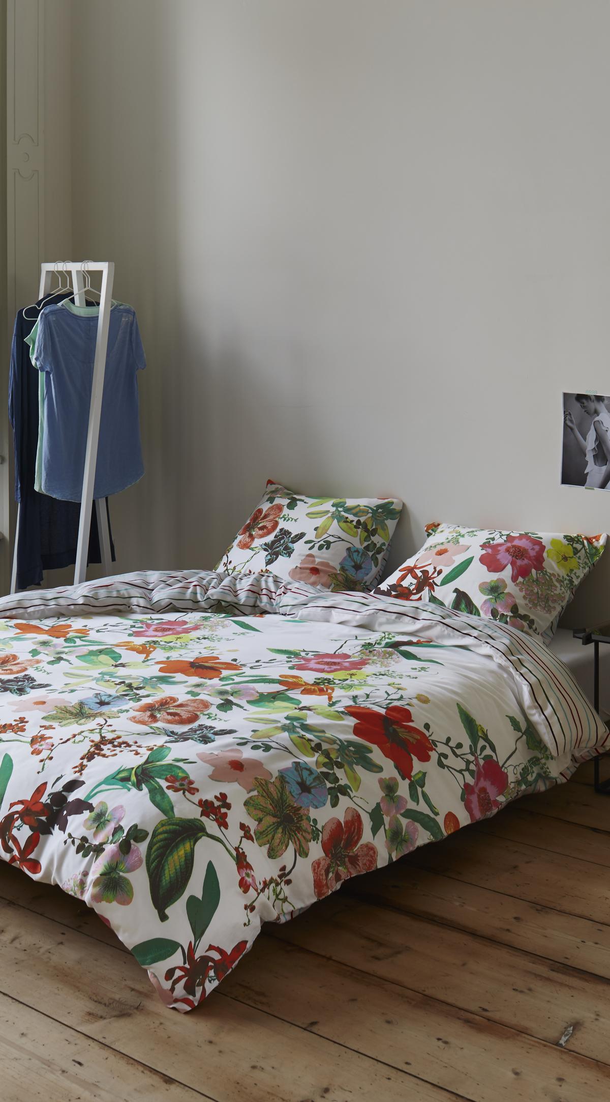 bunte bettw sche mit blumen muster trend blumen pinterest. Black Bedroom Furniture Sets. Home Design Ideas