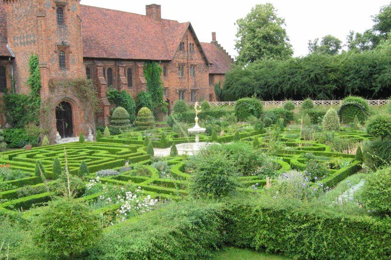 Knot Garden Hatfield House A Little Too Ordered For Me But So Lovely Hatfield House Garden History Outdoor Gardens