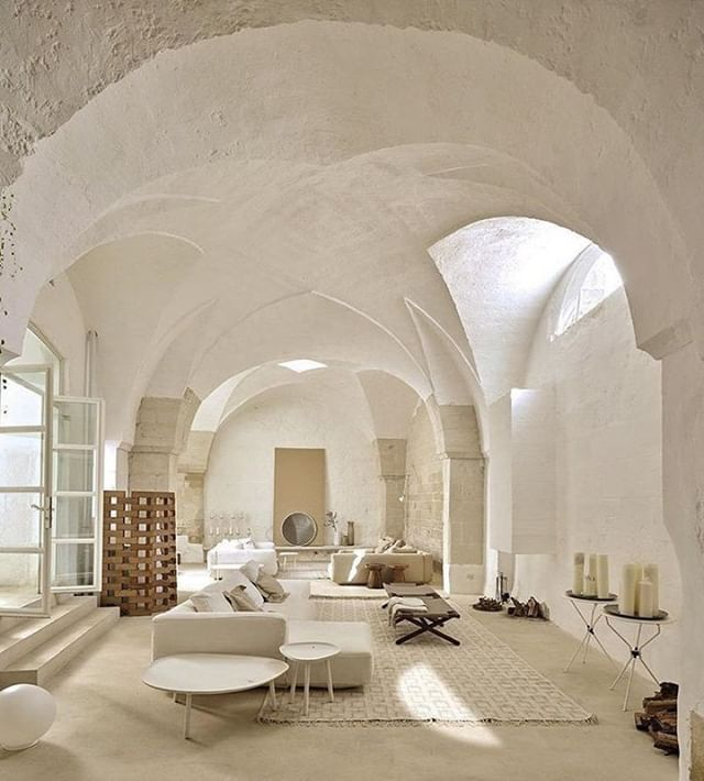 High ceilings in Sogliano Cavour Southern Italy [640x710]