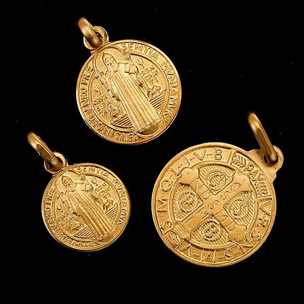 aacaee90e23 Medalla de San Benito Oro 18k en 2019