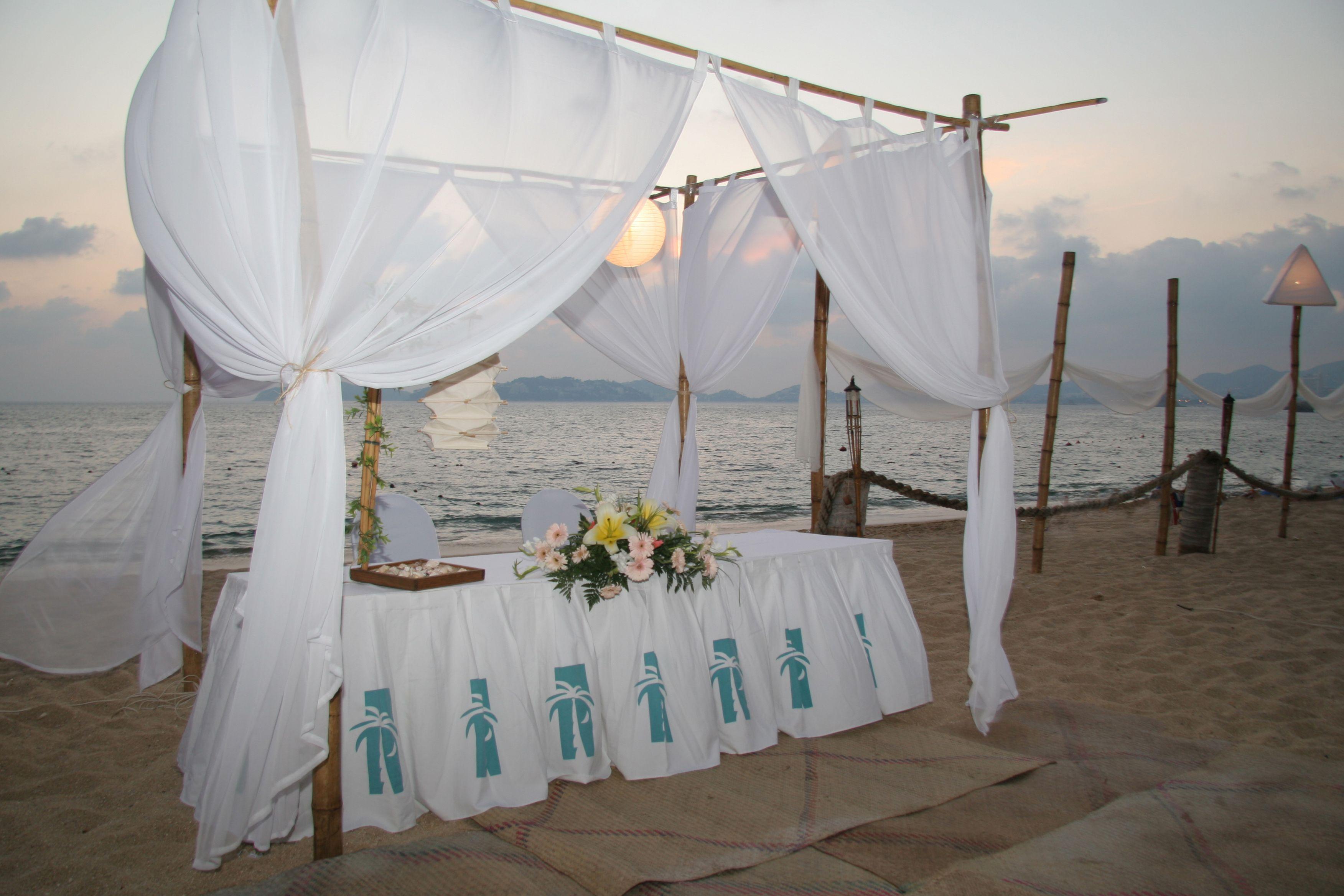 Boda en la playa, al estilo Copacabana... Llámanos: (744) 484 32 60 Ext. 2089 Con mucho gusto te atenderemos.