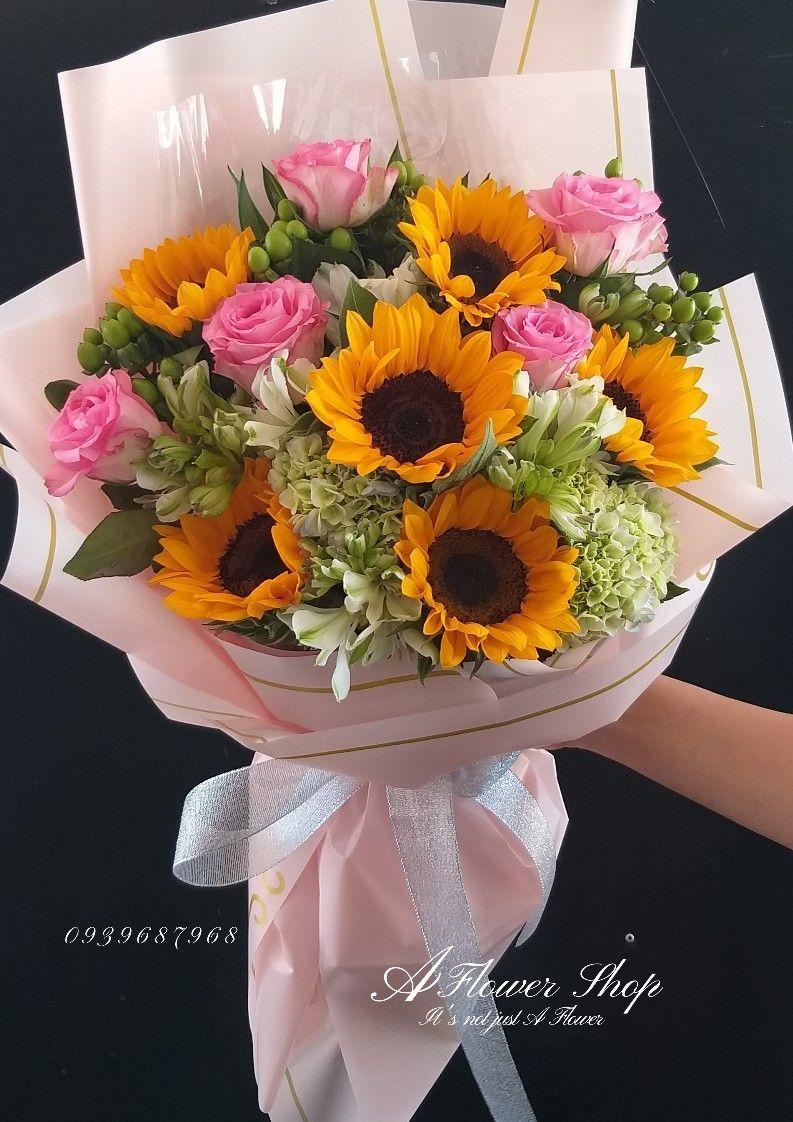 باقة ورد هدية Girls With Flowers Beautiful Flowers Beautiful Roses