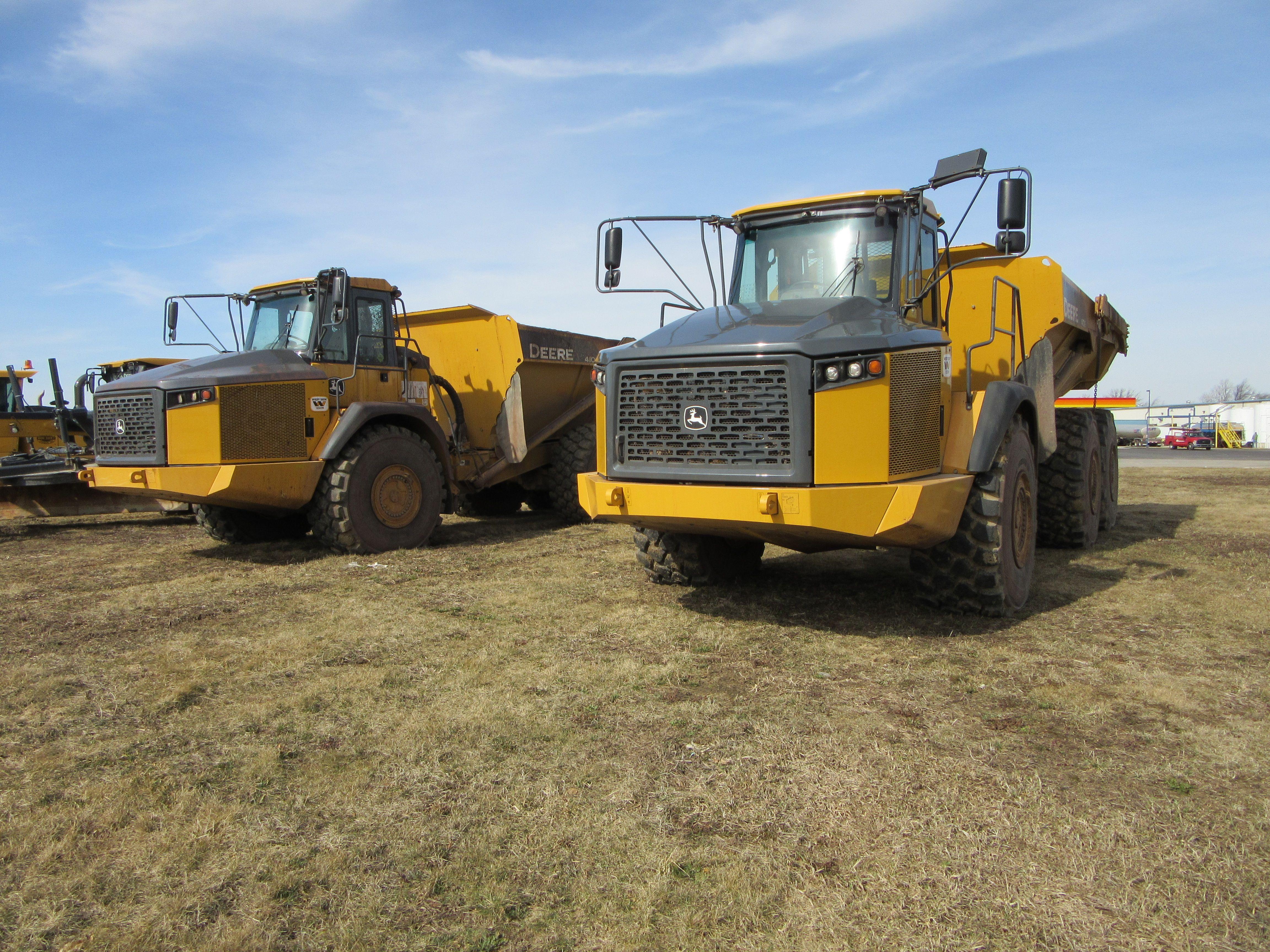 yellow john deere 310sk backhoe & blue tri axle mack model rb dump